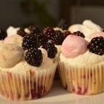 Pavlova Cupcake med brombær