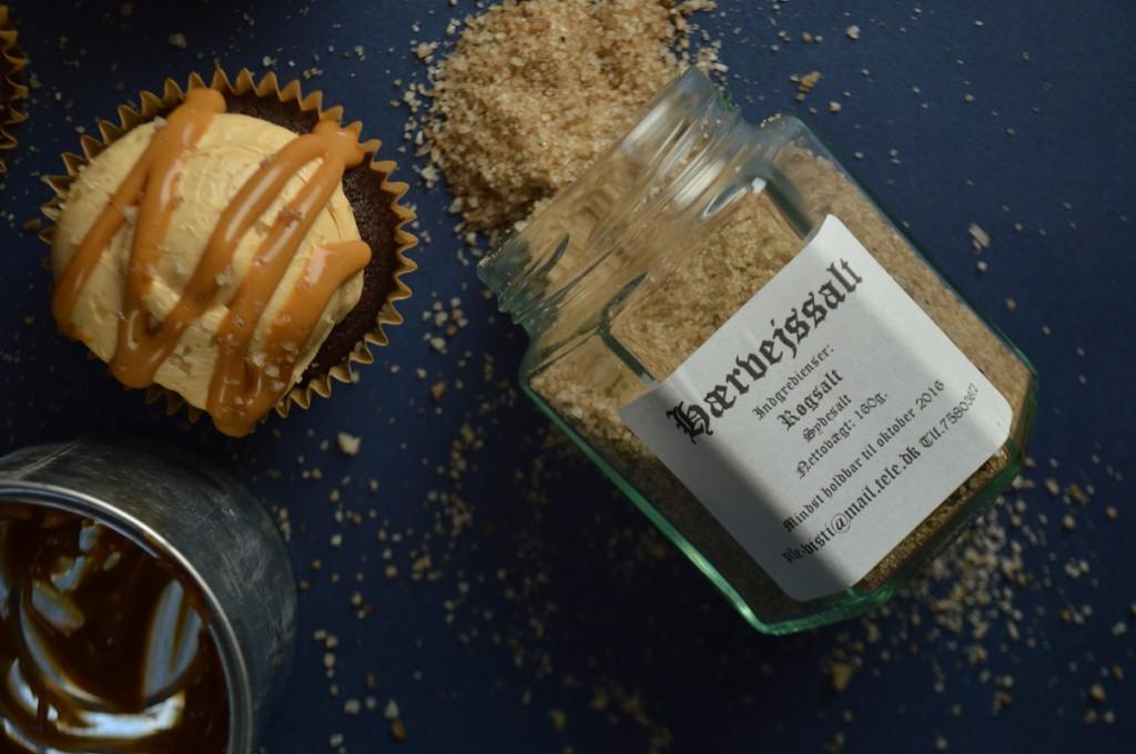 karamel med røget salt cupcakes