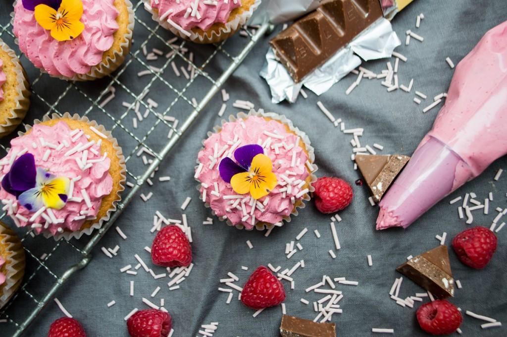 Cupcakes med toblerone og hindbær 150