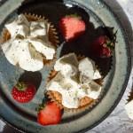 Cupcakes med jordbær og sort peber
