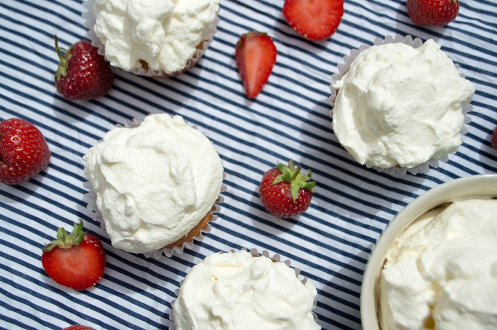 Cuåcakes med jordbær og flødeskum